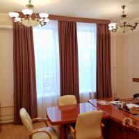 шторы для кабинета с жестким ламбрекеном под потолок