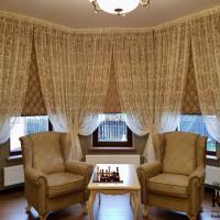 комбинированные шторы в сочетании тюля и римского полотна