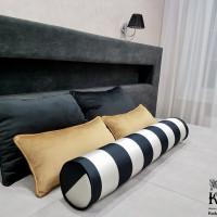 декоративные подушки в современном интерьере с интересным валиком