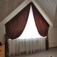 шторы в коттедж на нестандартные окна