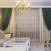 шторы действующие и декоративные в зале в сочетании с бахромой